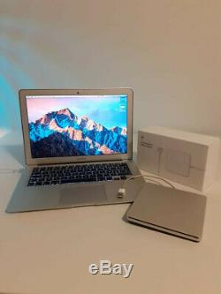 Apple MacBook Air. 13-inch, Mid 2012 / 1,8 GHz Intel Core i5 / 4 GB 1600 MHZDDR3