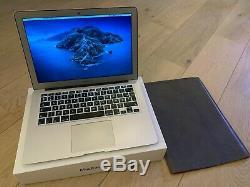 MacBook Air 13 256 Go SSD, Intel Core i5, 1,3 GHz, 8 Go + adaptateurs + housse