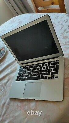 MacBook Air 13,3 128Go SSD, Intel Core i5, 1,6 GHz, 8Go + housse + adaptateur